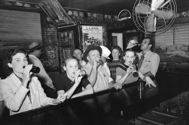 Raceland_Louisiana_Beer_Drinkers_Russell_Lee.jpg
